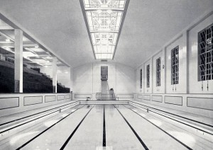 The large pool 100ft by 35ft with underwater floodlighting © Islington Local History Centre